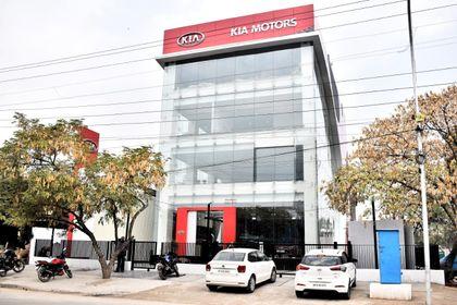 Kia Motors Inaugurates Its First Showroom In India Cardekho Com