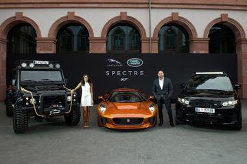 #2015FrankfurtMotorShow: రాబోయే స్పెక్టర్ నుండి బాండ్ కార్లను విడుదల చేసిన జాగ్వార్ ల్యాండ్ రోవర్