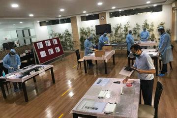 कोरोना से जंग की तैयारी : महिंद्रा के प्लांट में असेंबल हो रही है फेस शील्ड