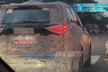 महिंद्रा एक्सयूवी700 फिर टेस्टिंग के दौरान आई नज़र, इस बार टेल लैंप की दिखी झलक
