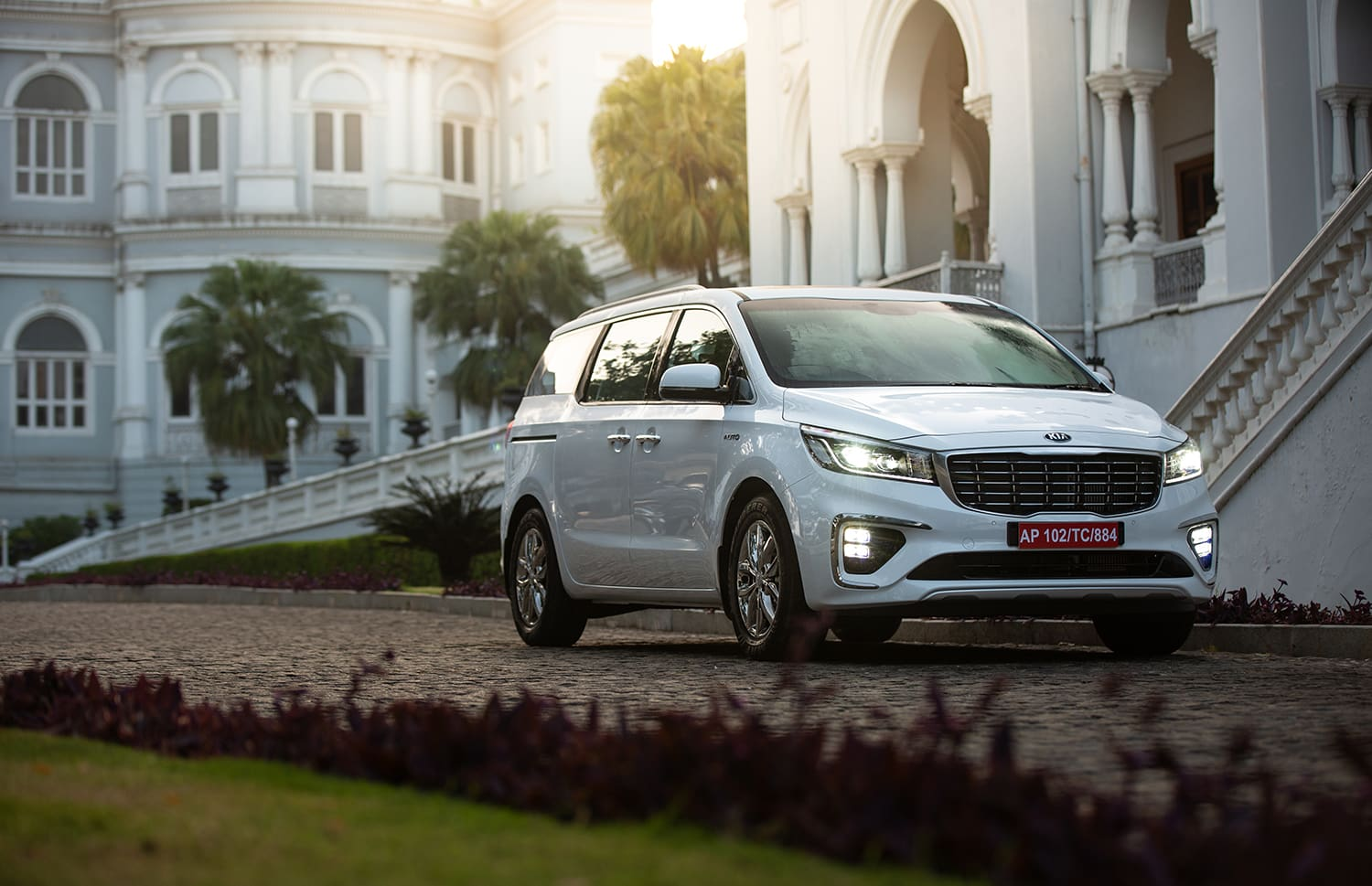 The Business-Class Experience In A Kia Carnival