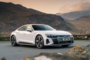 ऑडी ई-ट्रोन जीटी की बुकिंग हुई शुरू,22 सितंबर तक लॉन्च हो सकती है ये कार