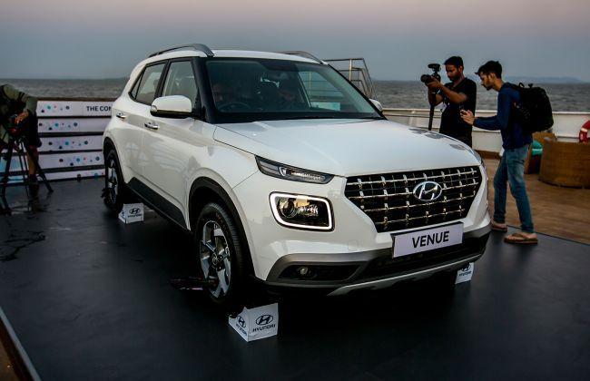 Hyundai Venue In 21 Detailed Hd Pics Cardekho Com