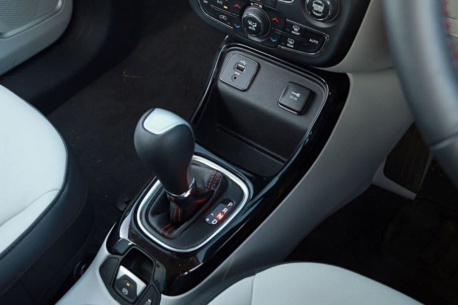 Jeep Compass Road Test Images