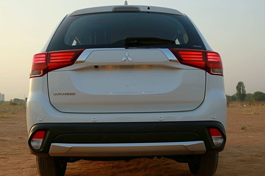 Mitsubishi Outlander Road Test Images