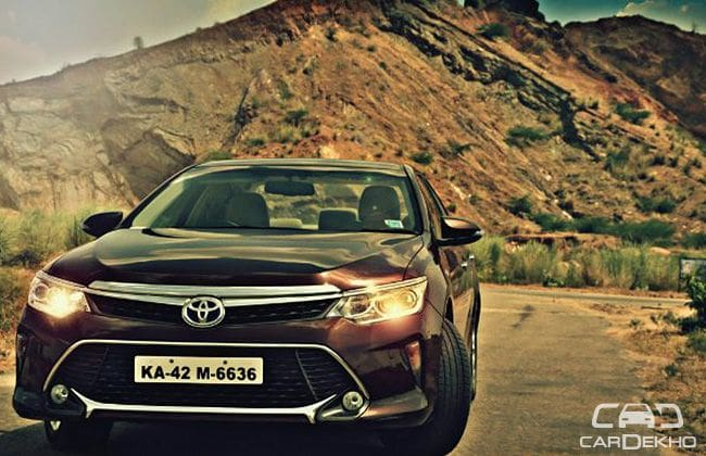 Toyota Camry Hybrid (2015) - Expert Review