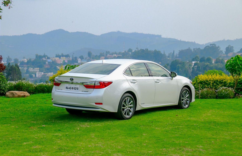 Lexus ES 300h: First Drive Review