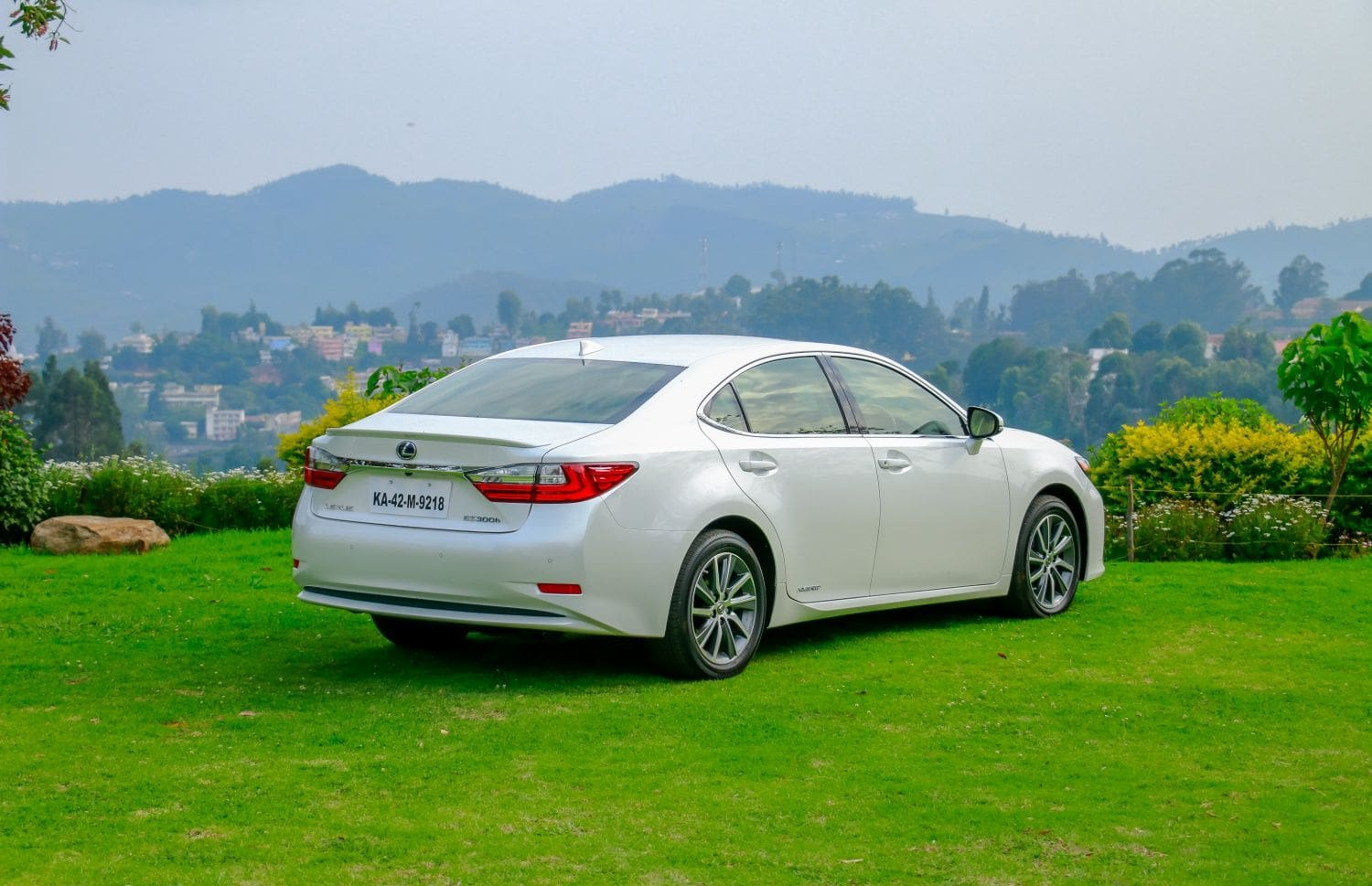 Lexus ES 300h: First Drive Review