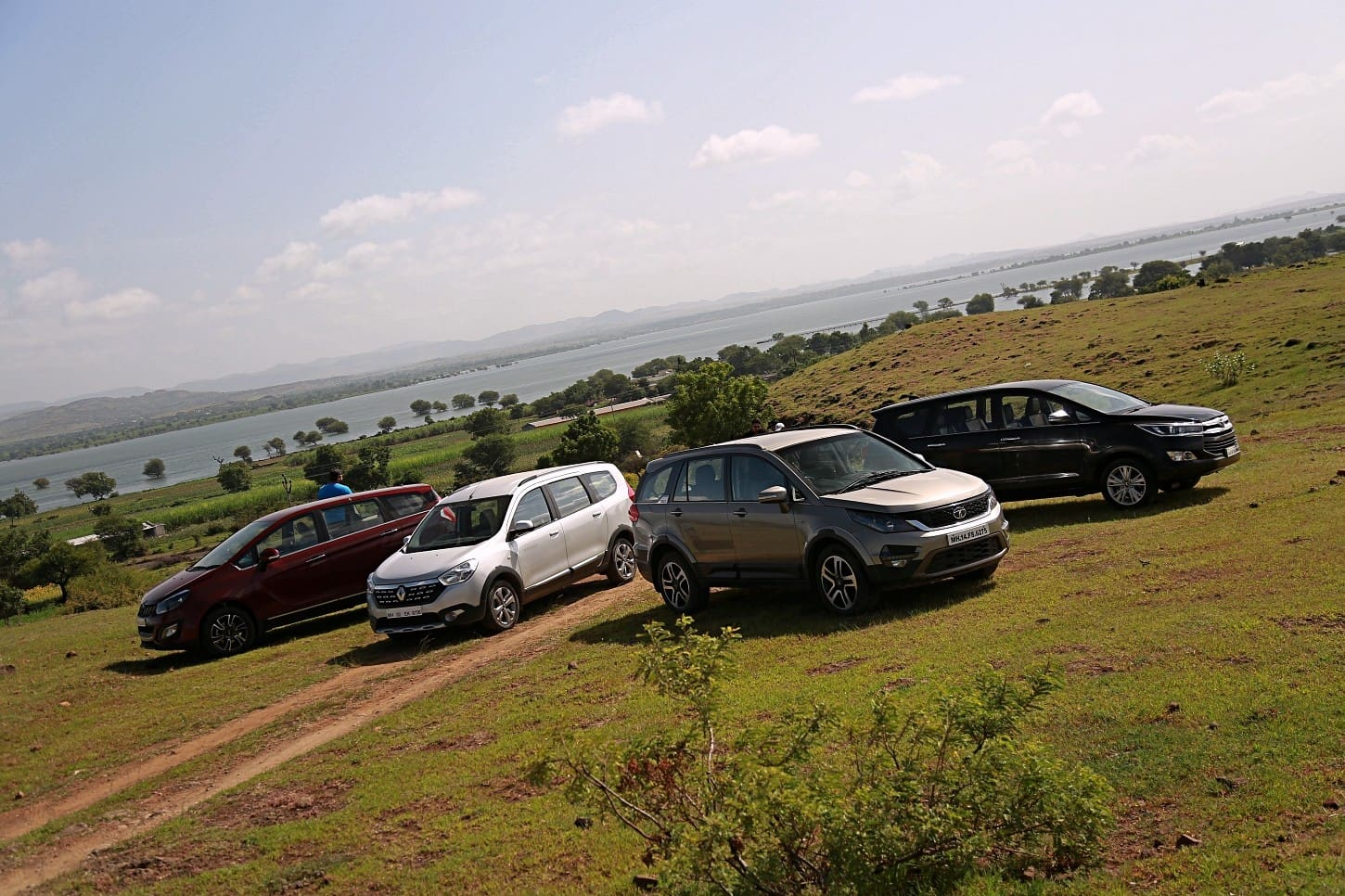 Mahindra Marazzo vs Tata Hexa vs Toyota Innova Crysta vs Renault Lodgy: Space And Practicality Comparo