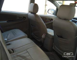2012 Toyota Innova 2.5 EV PS 8 STR BSIV