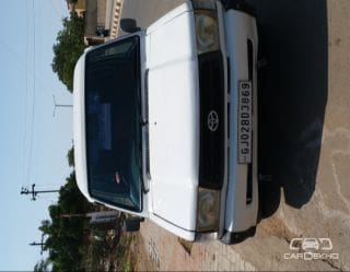 2003 Toyota Qualis GST D2