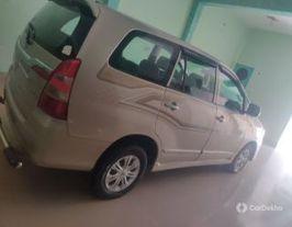 2015 ടൊയോറ്റ ഇന്നോവ 2.5 ജി (ഡീസൽ) 8 Seater BS IV