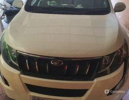 2015 महिंद्रा एक्सयूवी500 W10 AWD